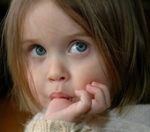 Вредно ли сосание ребенком большого пальца, оказывает ли оно отрицательное влияние на постоянные зубы?