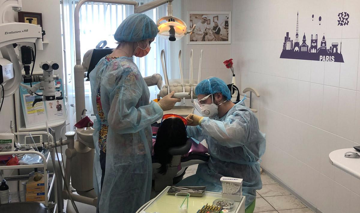 Является имплантация или установка формирователя дёсны неотложной операцией в период эпидемии коронавируса?