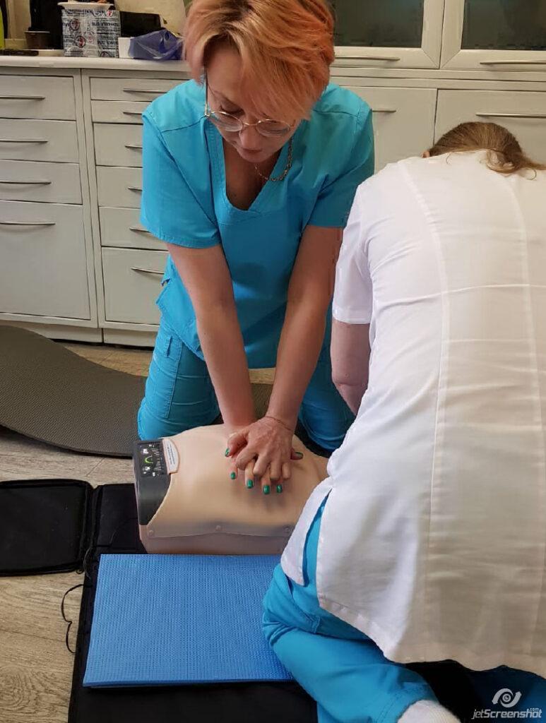 Помощь при неотложных состояниях должны уметь оказывать все врачи