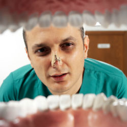 Неприятный запах изо рта – причины и методы устранения